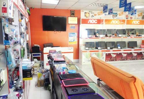 榮成天誠電腦科技公司電腦配件展示區